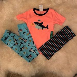 SZ 8  Boys Carter's Shark 🦈 Pajamas